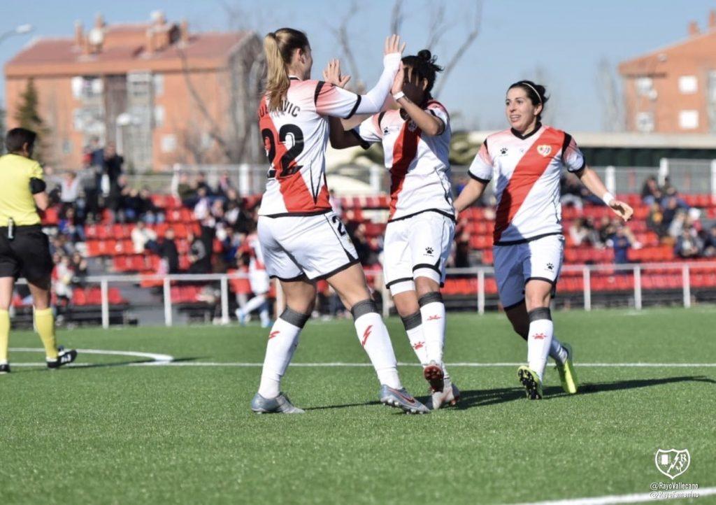 Jugadoras del Rayo Vallecano celebran un gol