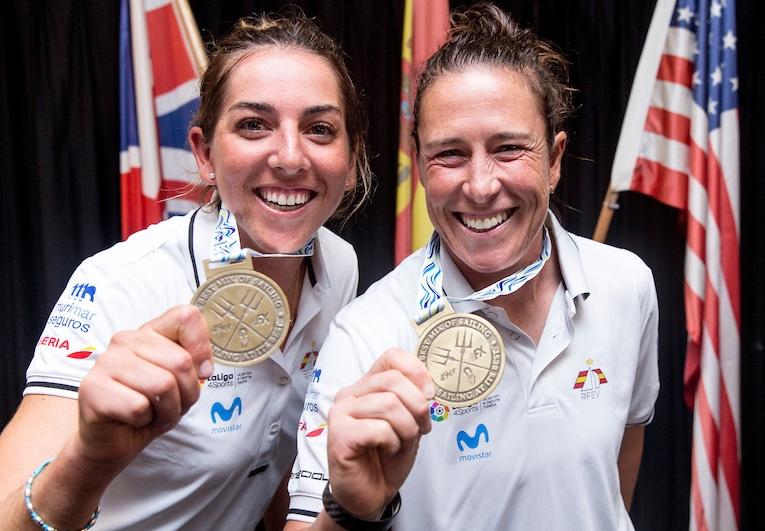 Paula Barceló y Tamara Echegoyen consiguen el oro en el Mundial de vela