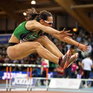 Patricia Sarrapio saltando en una prueba