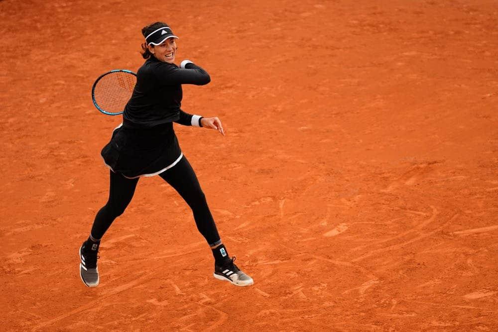 Sufrido triunfo de Muguruza en Roland Garros