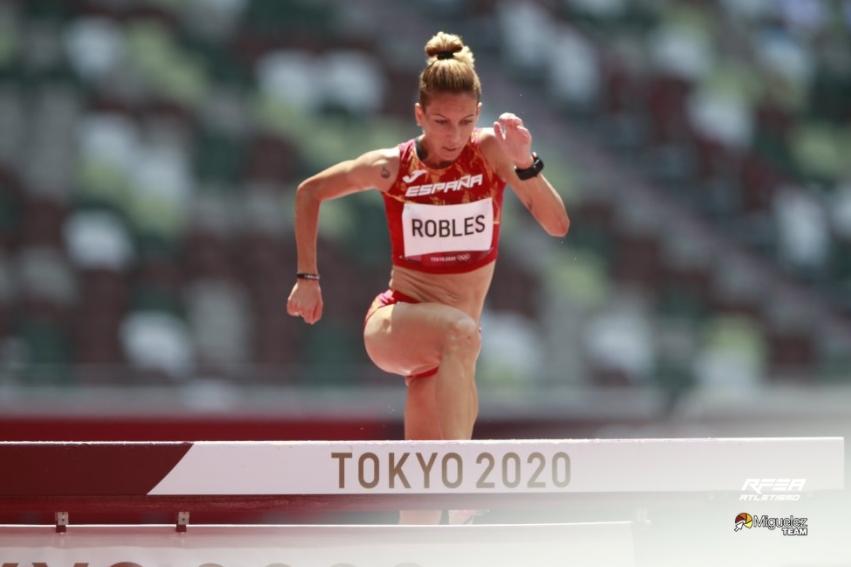 Carolina Robles compitiendo en atletismo